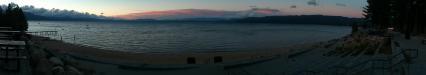 Lake Tahoe: Sonnenuntergang am fast 500km² großen und bis zu 500m tiefen Lake Tahoe im östlichen Teil der Sierra Nevada und an der Grenze zwischen Kalifornien und Nevada