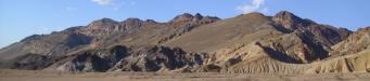 Artists Palette: an den Hängen der Black Mountains im Death Valley National Park liegt Artist's Palette, berühmt für seine vielfarbigen Gesteinsformationen mit Farben von rot, dunkelrot über türkis bis grün