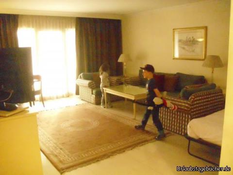 Apartment: Vivian und Viktor erkunden unser Apartment im Hotel Steigenberger Cairo Pyramids (ehemals Mövenpick)
