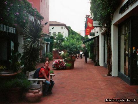 Anja in der Fußgängerzone: Anja in der Fußgängerzone in Santa Barbara