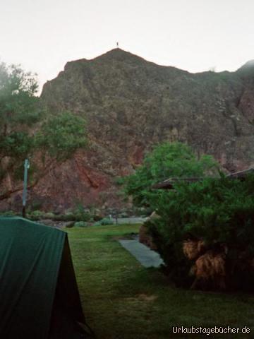 Felsen: der Felsen, von wo aus ich unseren Zeltplatz fotografiert habe (der winzige Punkt auf der Spitze bin übrigens ich :o))