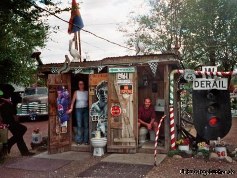Klo an der Route 66: Anja und ich auf einem Klo an der Route 66