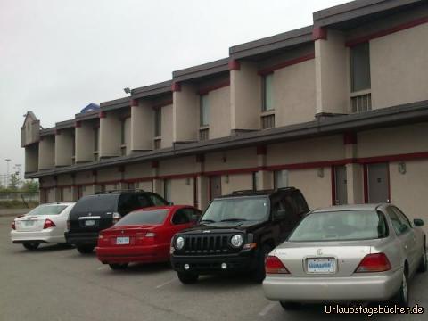 Canadas Best Value Inn: unser Jeep parkt direkt vor der Tür unseres Zimmers im Canadas Best Value Inn von Toronto