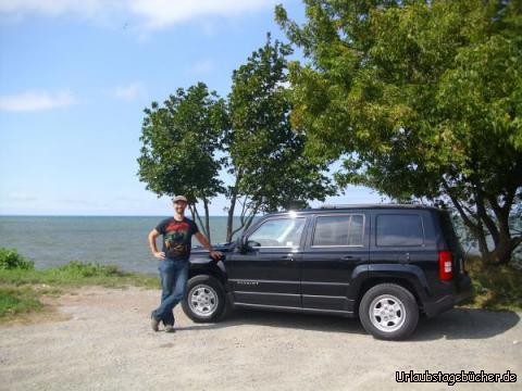 Ontariosee: Papa (Eno) und unser Jeep vor dem Ontariosee, dem flächenmäßig kleinsten der fünf Großen Seen Nordamerikas