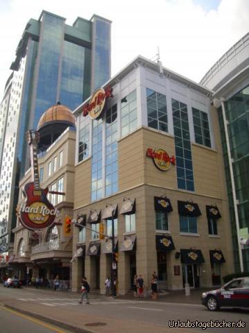 Hard Rock Cafe Niagara Falls: vom Hard Rock Cafe im kanadischen Niagara Falls aus kann man (jedenfalls aus den oberen Etagen) direkt auf die Niagarafälle blicken
