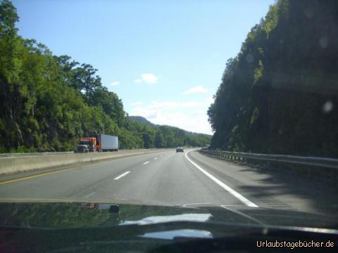 Wald: unser Weg durch Massachusetts auf der Interstate 90 führt uns an riesigen schönen Wälder entlang