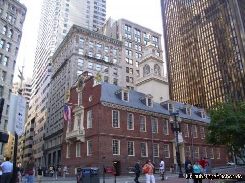 Old State House: das 1713 erbaut Old State House war bis 1798 Parlamentssitz von Massachusetts und ist heute das älteste noch stehende öffentliche Gebäude in Boston