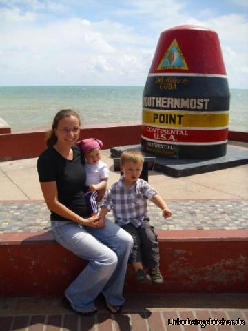 Southernmost Point: Mama (Katy), ich und Viktor am südlichsten Punkt der kontinentalen USA auf Key West, der letzten der Florida Keys