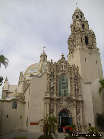 Museum of Man: das 1915 eröffnete San Diego Museum of Man ist ein anthropologisches Museum im Herzen des Balboa Parks und gehört mit seinem 60 m hohen California Tower zu den touristischen Highlights von San Diego, Kalifornien