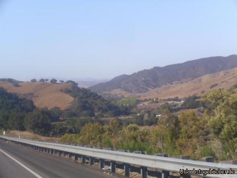 Santa Ynez Mountains: ein Stück nach Santa Barbara durchqueren wir die Santa Ynez Mountains nach Norden und kehren somit das erste Mal, seid wir ihn erreicht haben, dem Pazifik den Rücken (jedenfalls für ein paar wenige Stunden)
