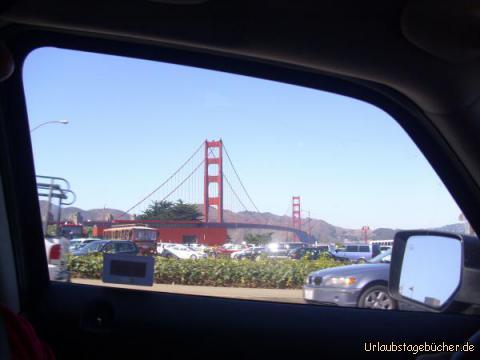 Golden Gate Bridge im Vorbeifahren: im Vorbeifahren können wir einen ersten Blick auf die Golden Gate Bridge werfen, die bei ihrer Eröffnung 1937 die längste Hängebrücke der Welt war