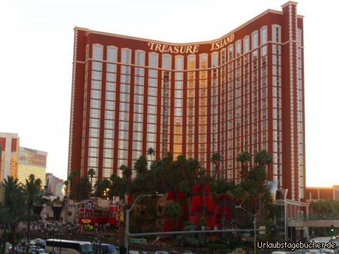 """Treasure Island: ebenfalls am Las Vegas Strip gelegen ist das Casino/Hotel Treasure Island, vor allem bekannt für seine Piraten-Show """"Sirens of TI"""", die jeden Abend 4mal stattfindet"""