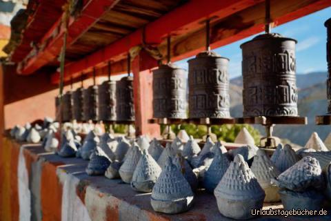 Gebetsmühle am Kloster: Gebetsmühlen am Kloster